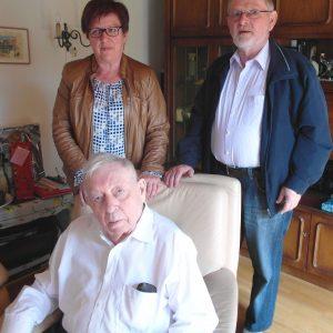 Auf dem Foto sehen Sie vorne sitzend den Jubilar Valentin Dörr mit Uta Böckel und Norbert Schäfer.